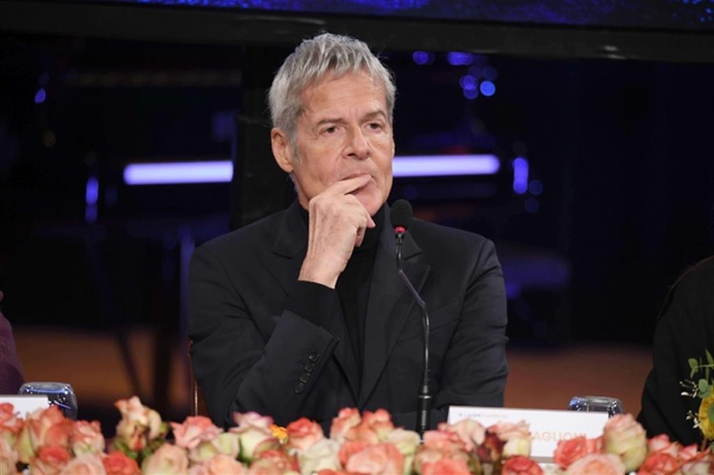 """Claudio Baglioni si schiera con i migranti. Per la direttrice di Rai1 """"Mai più all'Ariston"""""""